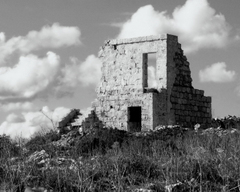 _1_malta_buildings_bw