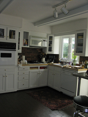4_kitchen_glimpse